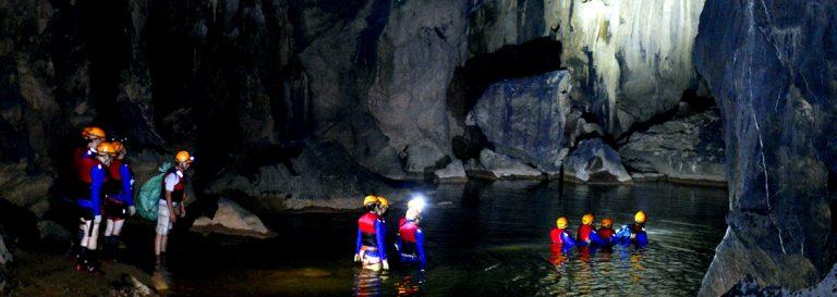 tour khám phá xuyên sơn hồ - động phong nha 4500m