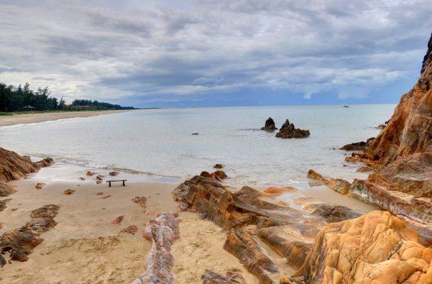 Biển Đá Nhảy - Bãi Biển Đẹp Quảng Bình