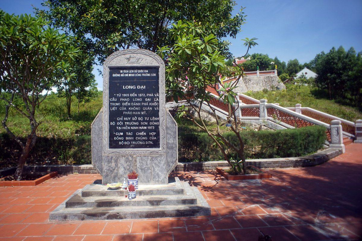 Đền Tưởng Niệm Liệt Sĩ Trường Sơn Phà Long Đại